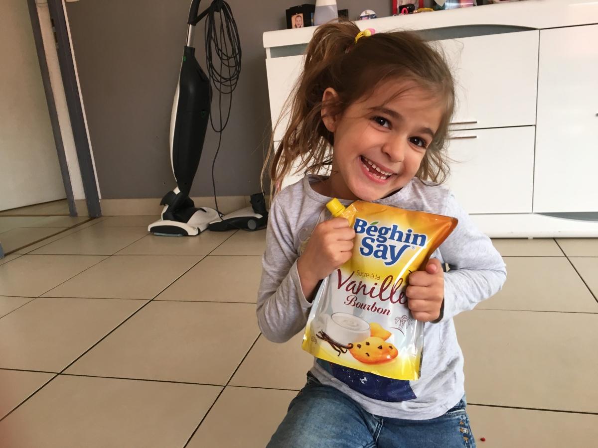 Camille découvre avec délectation le sucre à la vanille BeghinSay