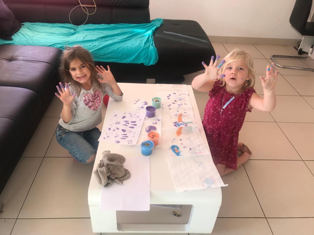 Peindre avec les doigts c'est tellement plusrigolo!