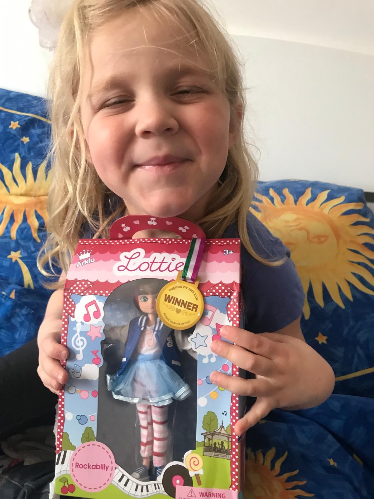Une Lottie Rockabilly et deux petits cœursconquis!